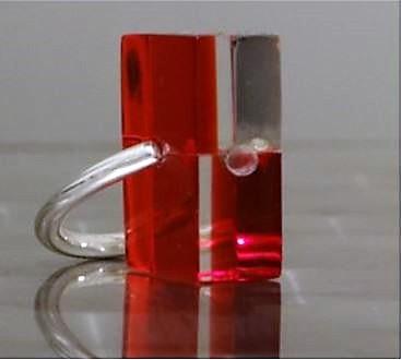 Bague plexiglas rouge